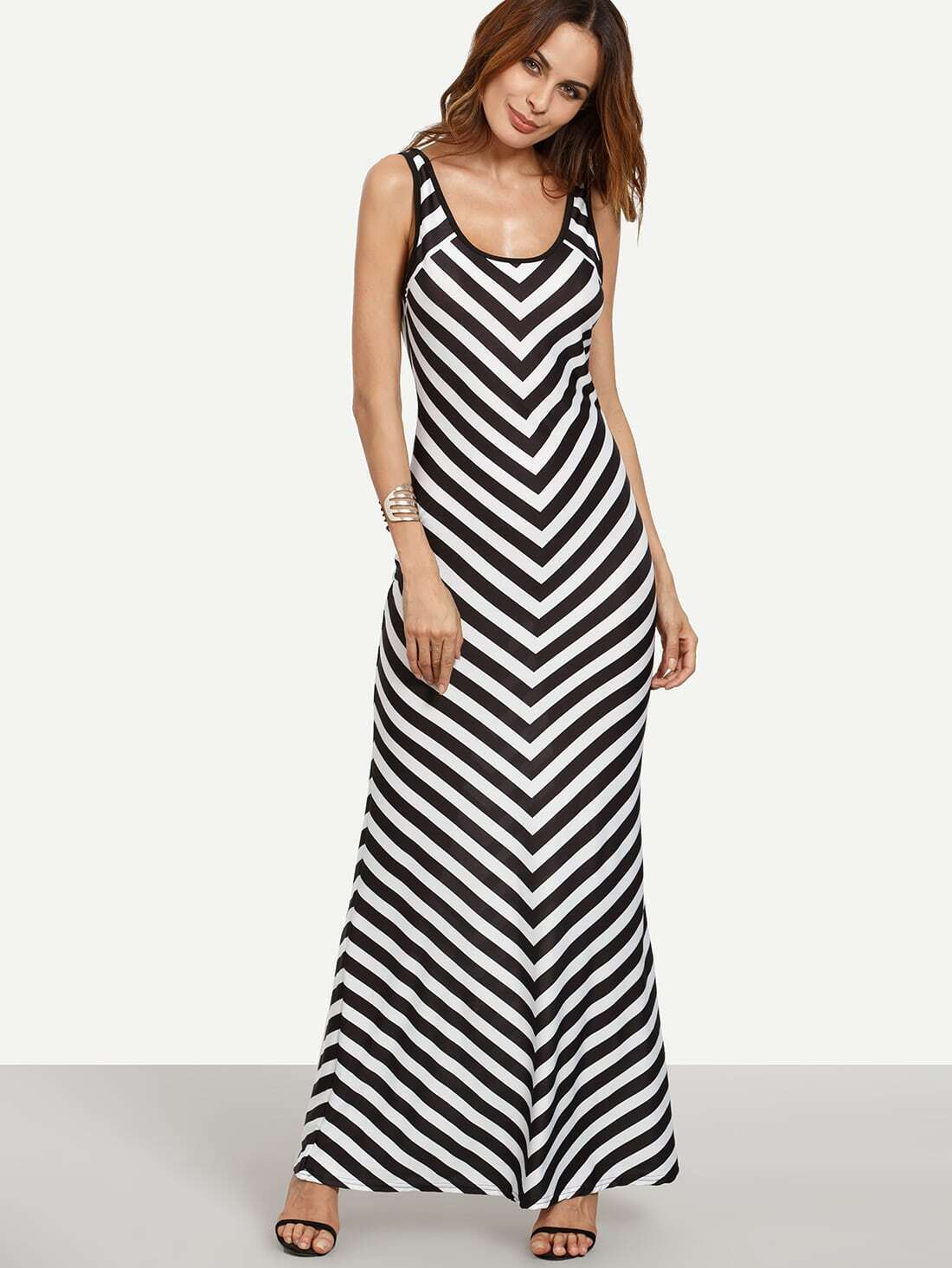 Summer is right around the corner, so now is the time to choose a good women's maxi dress that can usher you through the copious parties and other summertime gatherings during the .