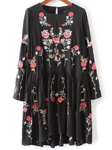 Black Flower Embroidery Keyhole Back Pleated Dress