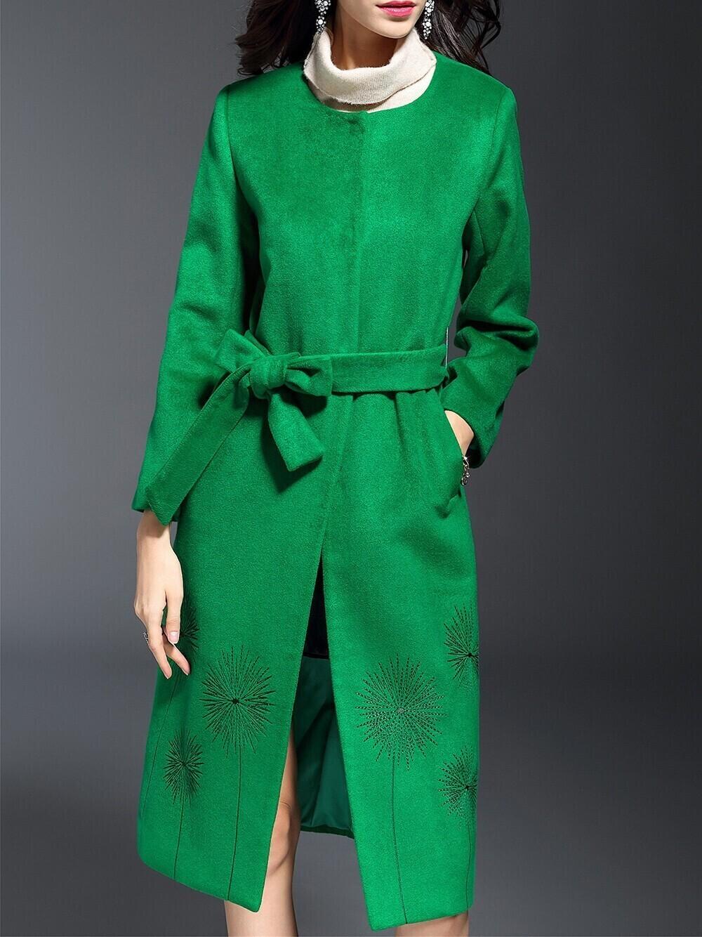 Зеленое пальто с вышивкой